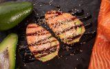 Авокадо в темпуре с лососем